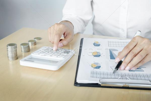 Könyvelő bankár egyensúly pénzügyek beruházás gazdaság Stock fotó © snowing