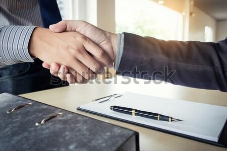 Corretor de imóveis aperto de mãos cliente contrato assinatura bem sucedido Foto stock © snowing