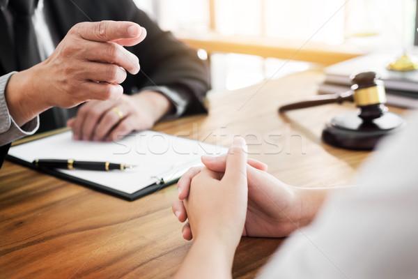 Pessoas de negócios advogados discutir contrato documentos sessão Foto stock © snowing