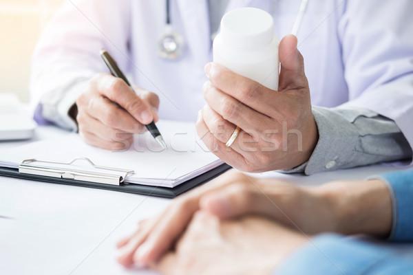 Beteg hallgat férfi orvos magyaráz kérdez kérdés Stock fotó © snowing