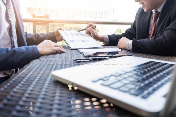 деловые люди обсуждать вместе работу графа документа Сток-фото © snowing