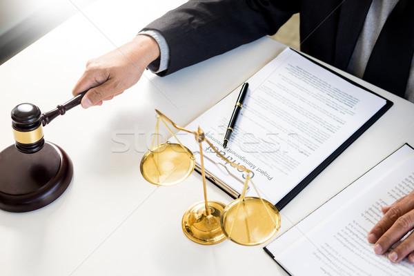 Mannelijke rechter advocaat hamer huis Stockfoto © snowing