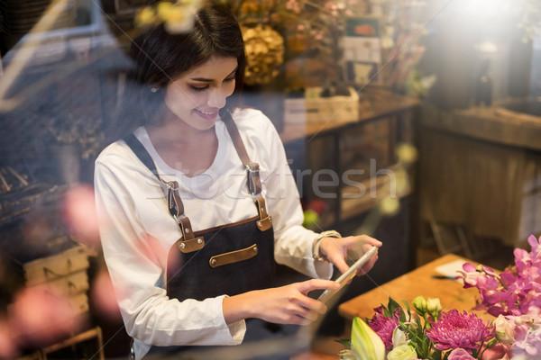 Foto stock: Florista · pie · teléfono · tienda