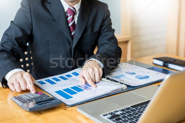 Empresario trabajo escritorio oficina negocios financieros Foto stock © snowing