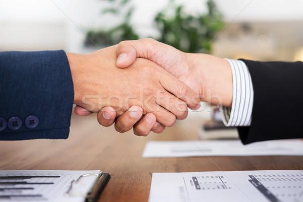 Dos hombre de negocios apretón de manos reunión oficina éxito Foto stock © snowing