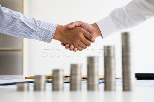 Két személy shake kéz egymásra pakolva érme fa asztal Stock fotó © snowing