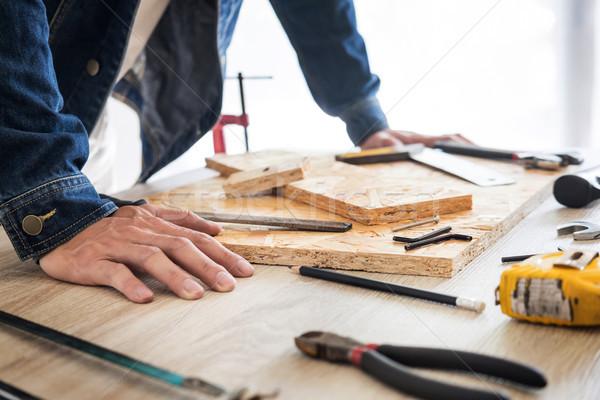 плотник рабочих осторожно глядя планов работу Сток-фото © snowing