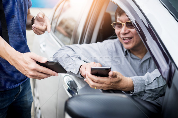 Stock photo: tourists or traveler seek advice map with smart phone from taxi
