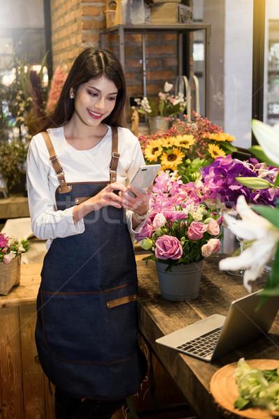 Florista pie teléfono tienda Foto stock © snowing
