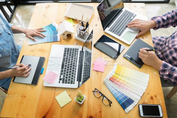 Grafikai tervezés partnerek együtt dolgozni rendbehoz technológia asztali számítógép Stock fotó © snowing