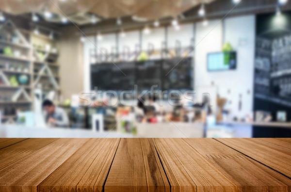 Selezionato focus vuota rosolare tavolo in legno coffee shop Foto d'archivio © snowing