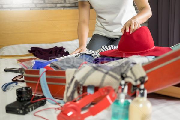 Femeie mână bagaje nou călătorie Imagine de stoc © snowing
