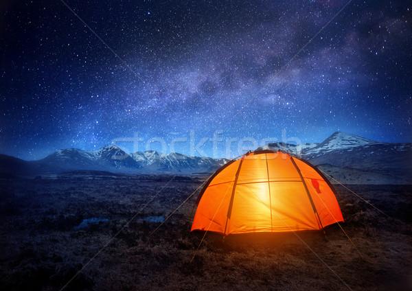 Foto stock: Camping · estrelas · tenda · céu · noturno · completo · ao · ar · livre