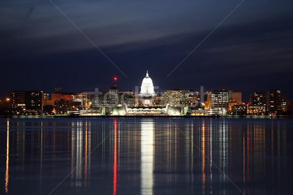 Skyline Wisconsin nuit très tôt réflexions Photo stock © soupstock