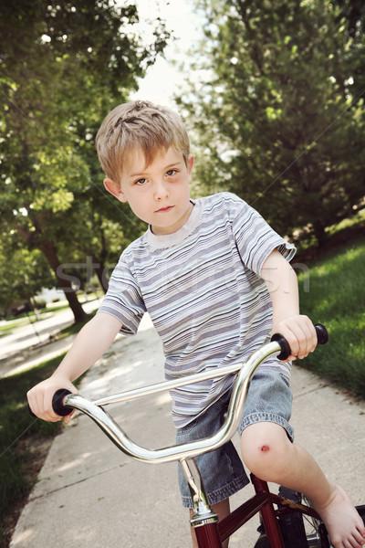 Młody chłopak jazda konna rowerów gotowy Zdjęcia stock © soupstock