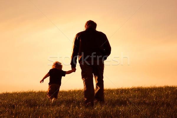 Me mijn vader vader zoon lopen holding handen Stockfoto © soupstock