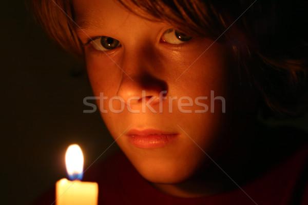 Foto d'archivio: Pellegrino · primo · piano · ragazzi · faccia · bagliore · lume · di · candela