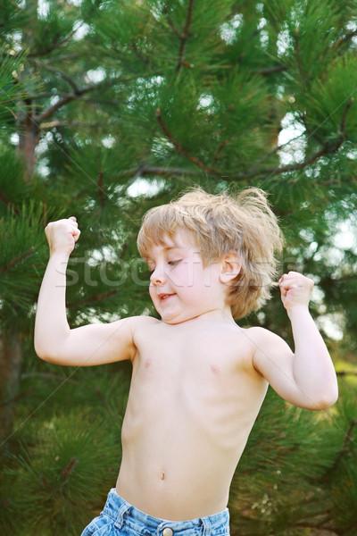 Pequeño nino músculos jugando Foto stock © soupstock