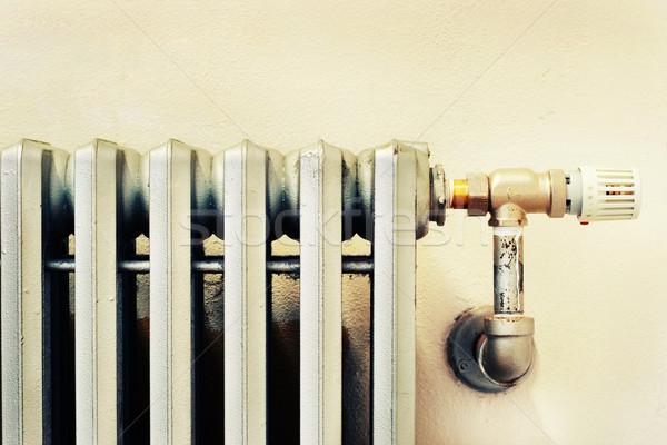Starych radiator nowego termostat blisko Zdjęcia stock © soupstock
