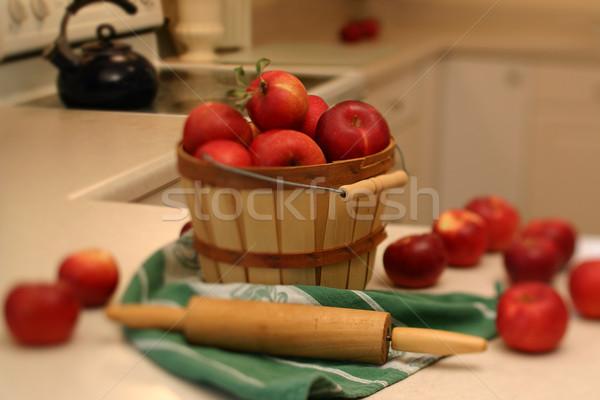 Raccolto basket completo mele stretta focus Foto d'archivio © soupstock