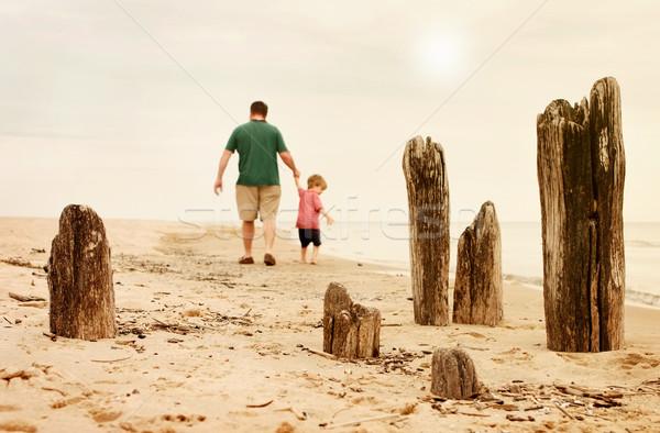Faible marée père en fils marche rive Photo stock © soupstock