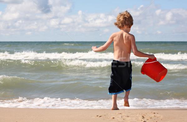 Giocare spiaggia rosso secchio suit Foto d'archivio © soupstock