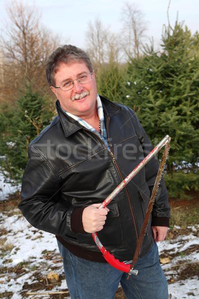 Man zag kerstboom boerderij boom Stockfoto © soupstock