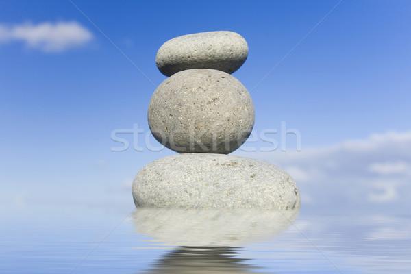 Zen cailloux eau ciel bleu derrière Photo stock © spanishalex