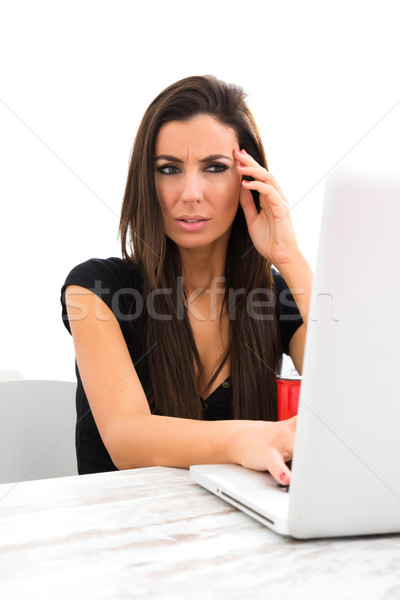 Beunruhigt online Inhalt jungen schöne Frau Stock foto © Spectral