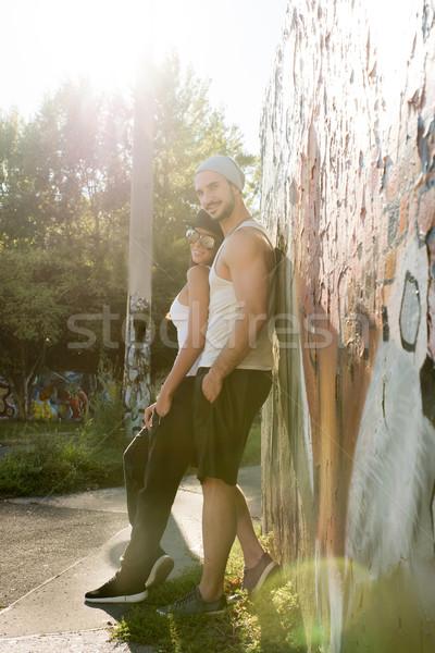 Genç hip-hop çift kentsel çevre ayakta Stok fotoğraf © Spectral