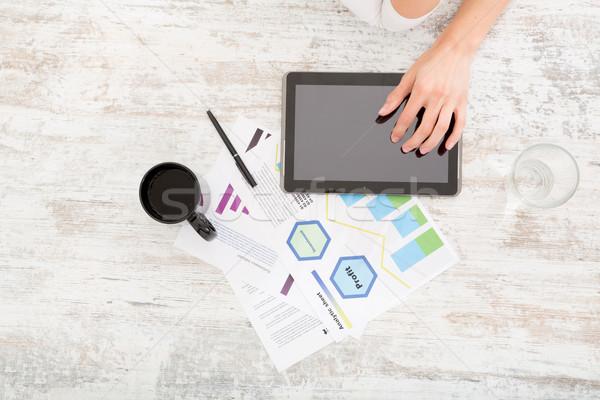 Fejlődő üzlet terv fiatal felnőtt nő táblagép Stock fotó © Spectral