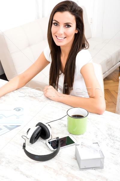 Jonge mooie vrouw desktop home werken meisje Stockfoto © Spectral