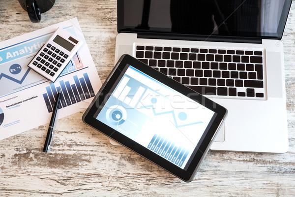 Negócio analítica laptop secretária Foto stock © Spectral