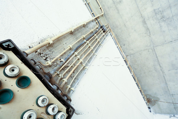 Starych elektrycznej instalacja kabli domu budowy Zdjęcia stock © Spectral