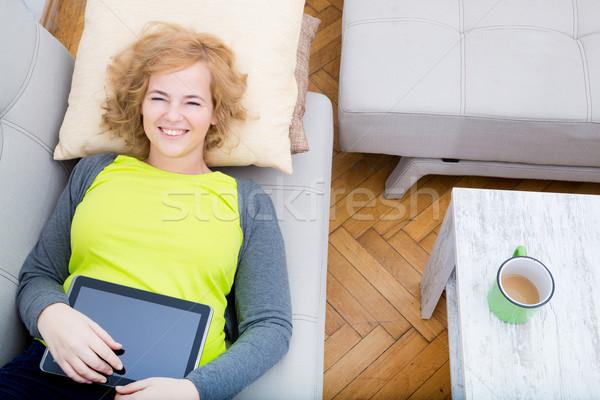 ストックフォト: 女性 · リラックス · ソファ · 小さな · プラスサイズ