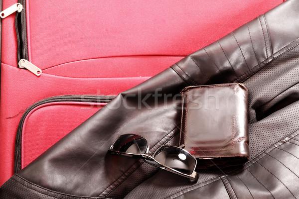 Foto stock: Pronto · viajar · mala · óculos · carteira · jaqueta · de · couro