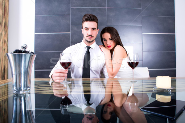 Romántica Pareja vidrio vino comedor alimentos Foto stock © Spectral