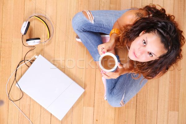Oturma zemin kız dizüstü bilgisayar bilgisayar kadın Stok fotoğraf © Spectral