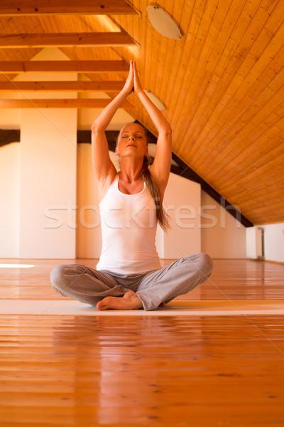 Donna yoga studio Foto d'archivio © Spectral