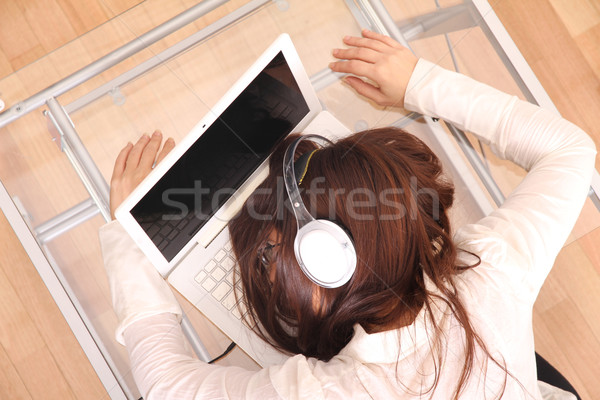 Schlafen Laptop Frau Computer Musik Arbeit Stock foto © Spectral