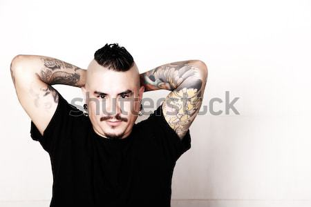 Vertrouwen portret getatoeëerd latino man Stockfoto © Spectral