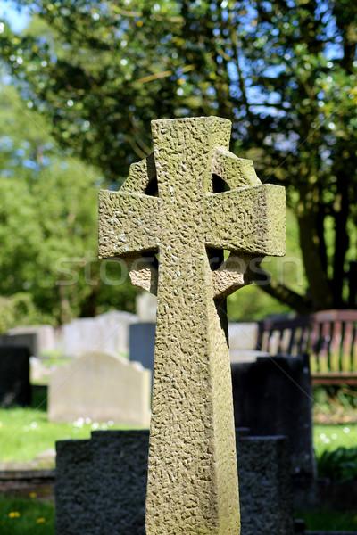 Celtic cruz cementerio verano escena iglesia Foto stock © speedfighter