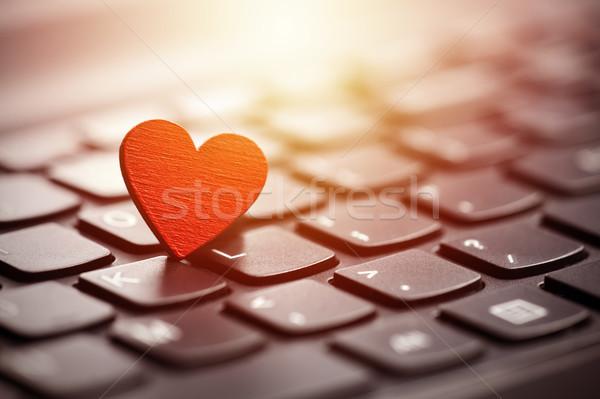 Küçük kırmızı kalp klavye Internet kalma Stok fotoğraf © sqback