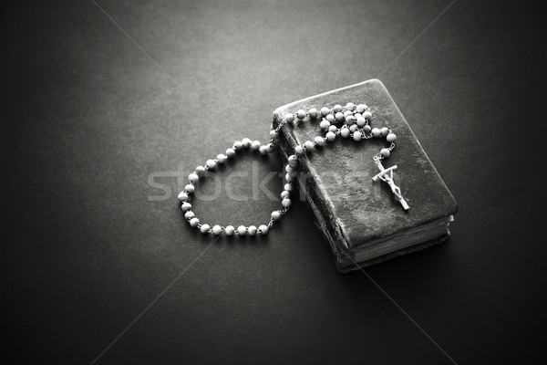 Rosario vecchio bible libro Gesù chiesa Foto d'archivio © sqback