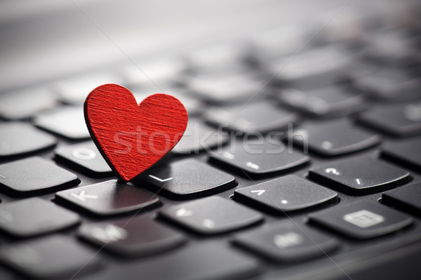 Faible rouge coeur clavier internet datant Photo stock © sqback
