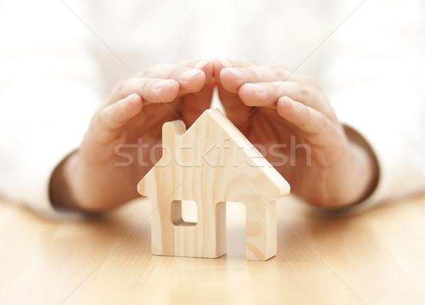 Brinquedo de madeira casa protegido mãos madeira construção Foto stock © sqback