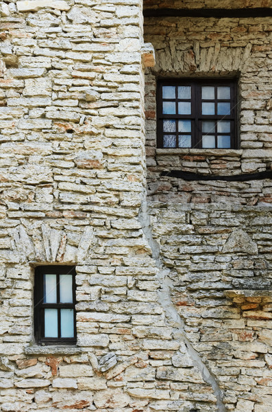Oude huis fragment gesloten Windows huis muur Stockfoto © SRNR