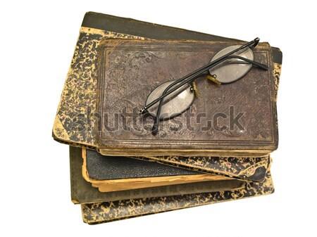 Oud boek bril witte achtergrond lezing retro Stockfoto © SRNR