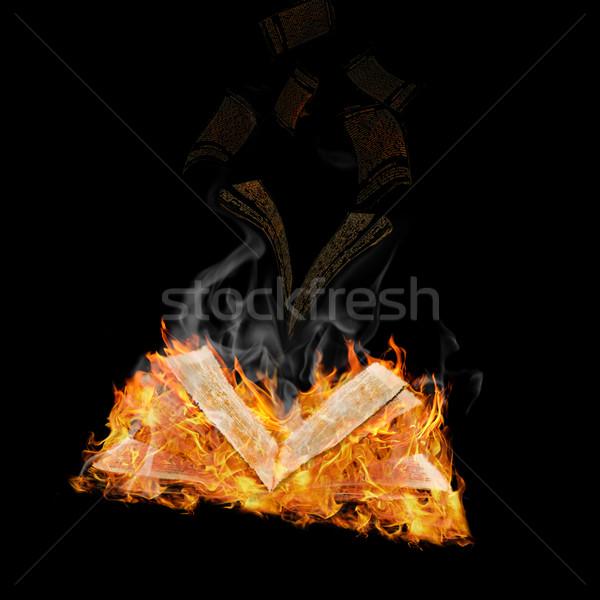 Pas ouvrir magie livre flamme Photo stock © SRNR