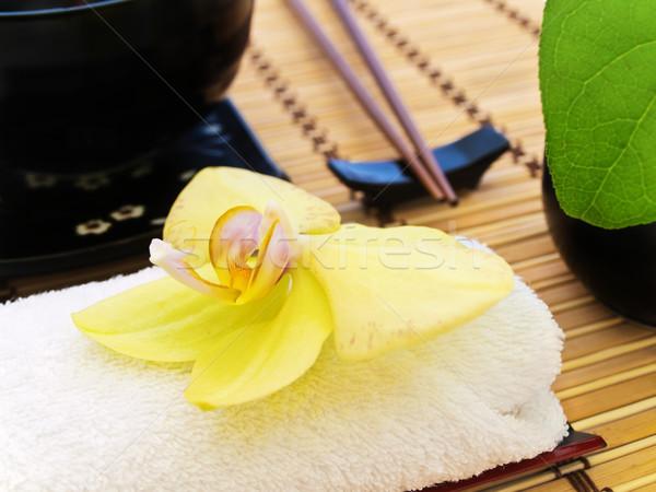 Orchidée jaune blanche serviette feuille Photo stock © SRNR